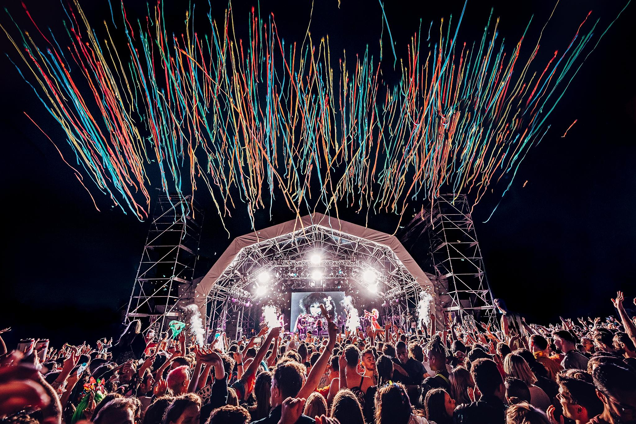 day-festivals-in-london-mighty-hoopla