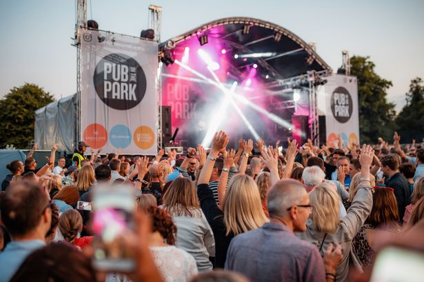 day-festivals-in-london-pub-in-the-park